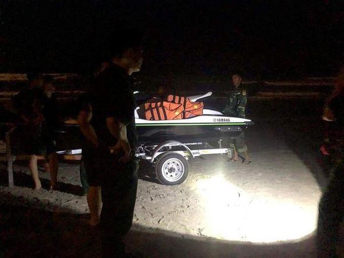 Hai học sinh bị sóng biển cuốn mất tích ở Đà Nẵng - Ảnh 1
