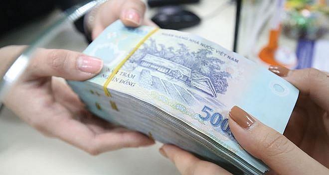 Các ngân hàng đồng loạt giảm lãi suất cho vay từ ngày 1/8 - Ảnh 1