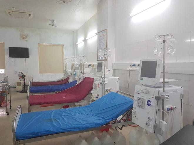 6 bệnh nhân ở Nghệ An bị sốc sau khi chạy thận, 2 người chuyển ra Hà Nội điều trị - Ảnh 1