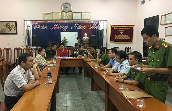 """Thái Nguyên: Bắt quả tang công ty giấy xả thải """"chui"""" ra sông Cầu - Ảnh 1"""