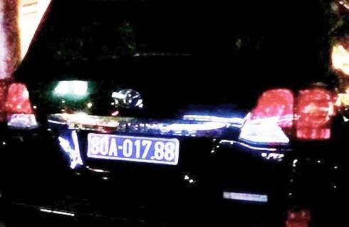 Nghệ An: Xe sang doanh nghiệp tặng đấu giá nhiều lần vẫn không ai rước - Ảnh 1