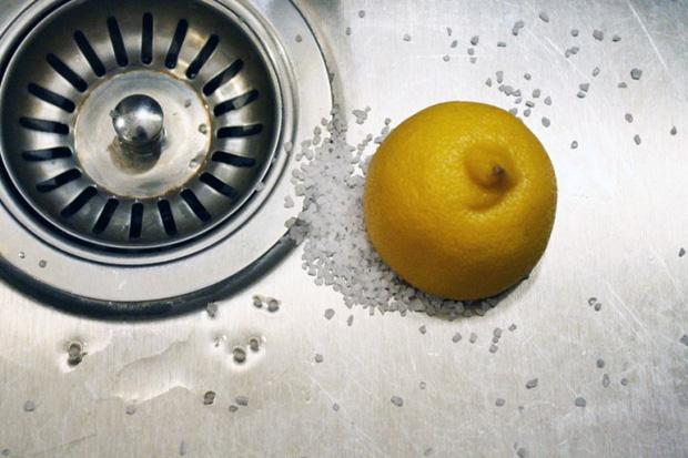Mẹo làm sạch các dụng cụ nhà bếp không cần chất tẩy rửa - Ảnh 2