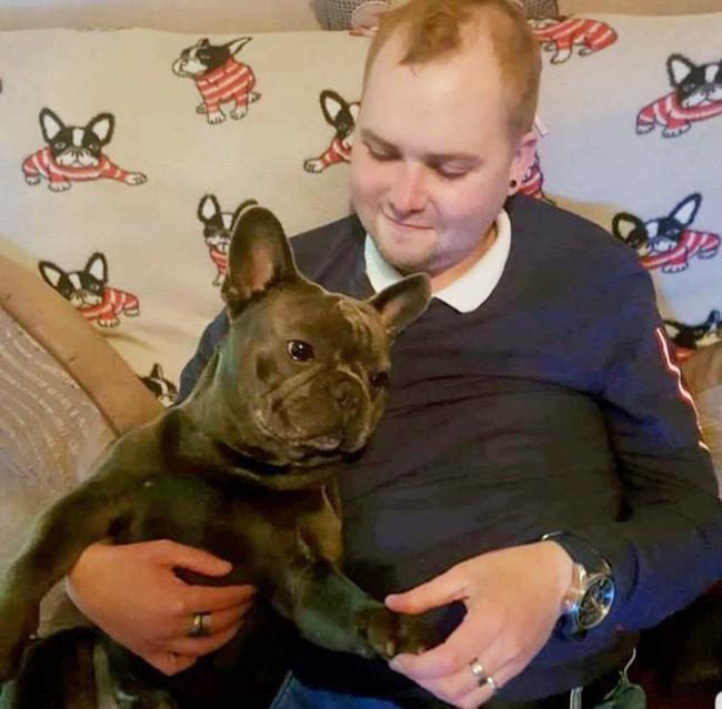 Cảm động chú chó trung thành chết theo chủ qua đời vì ung thư sau 15 phút - Ảnh 1