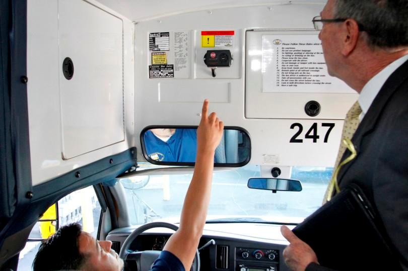 Kinh nghiệm chống nạn bỏ quên học sinh trên xe của các nước phát triển - Ảnh 2