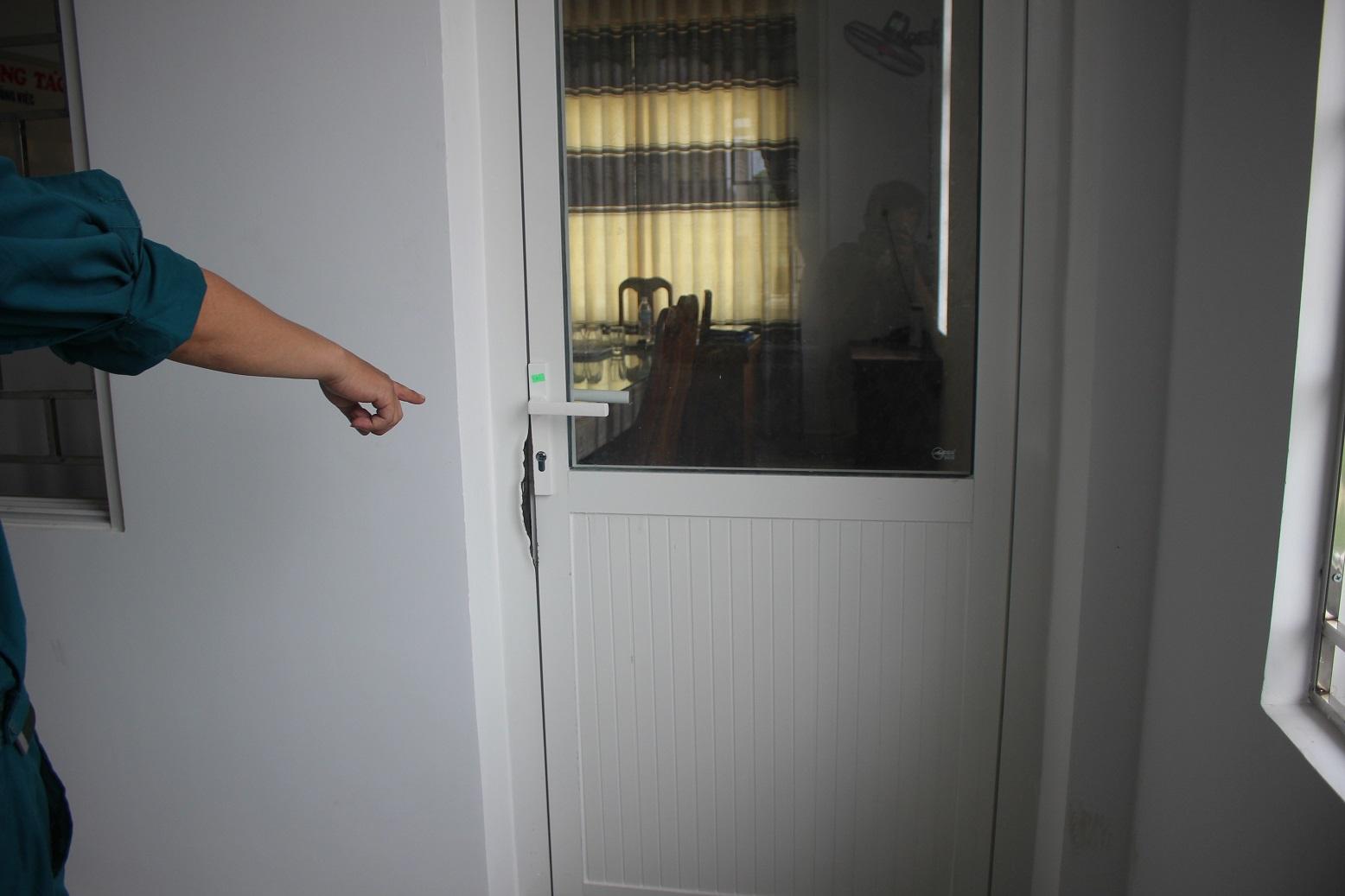 Quảng Nam: Điều tra vụ trộm phá cửa phòng lãnh đạo xã lấy tài sản - Ảnh 2
