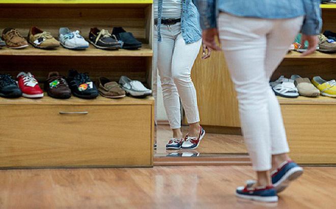 Người mẫu suýt bị cưa chân vì mua giầy second hand để đi - Ảnh 2