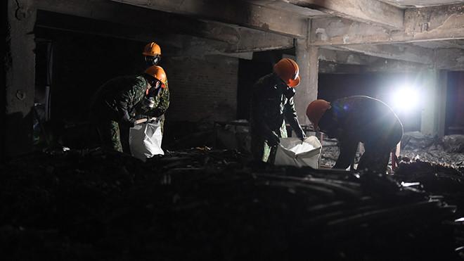 Quân đội huy động gần 150 chiến sĩ 'làm sạch' Công ty Rạng Đông - Ảnh 1