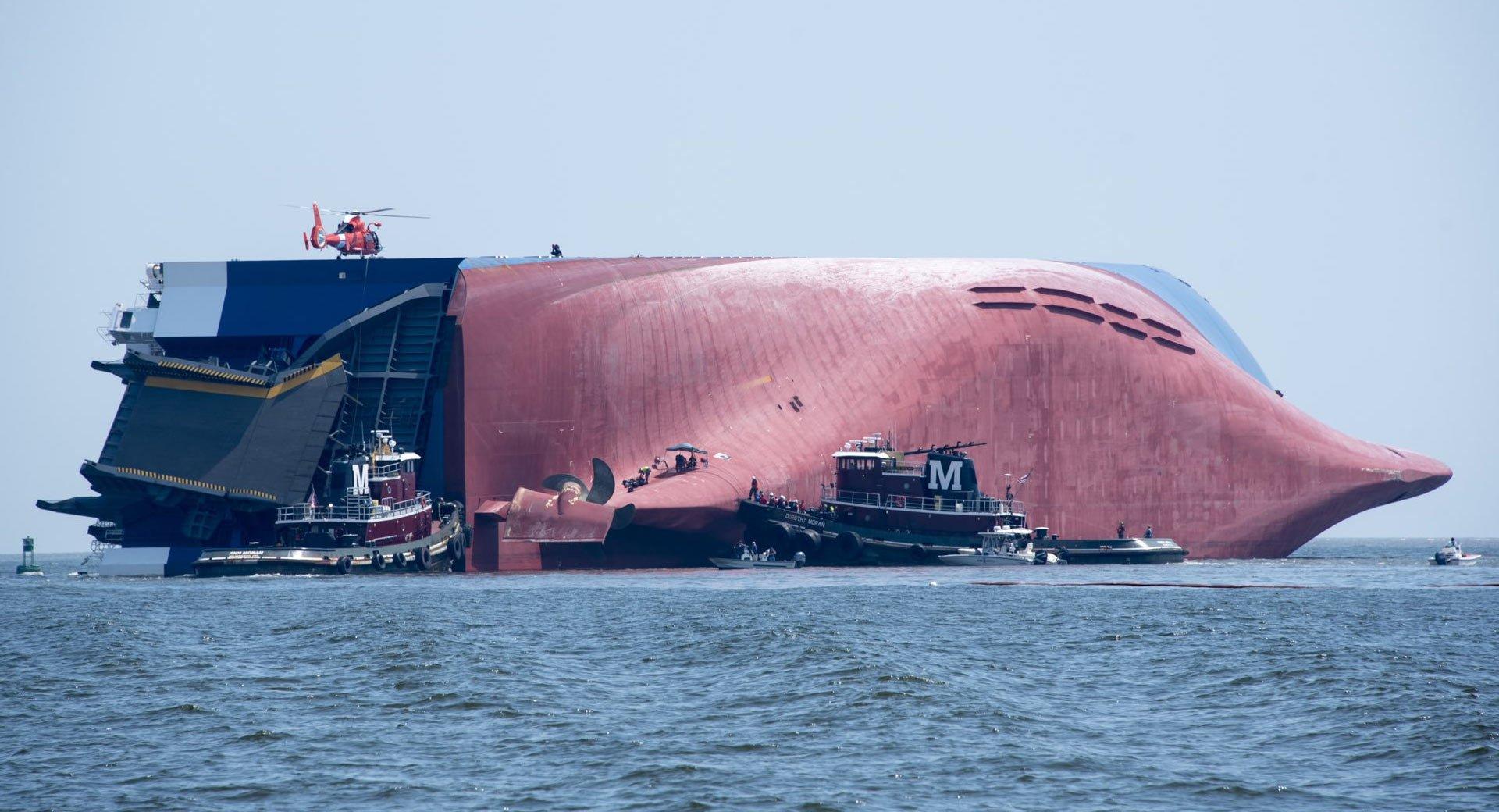 Hiện trường vụ lật tàu chở hàng nghìn xe ô tô ngoài bờ biển Mỹ - Ảnh 2