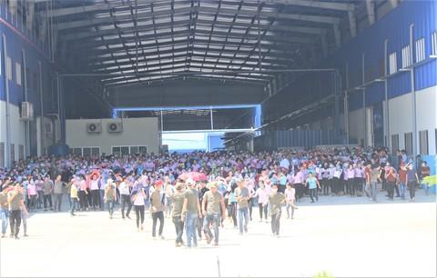 Hàng ngàn công nhân đình công vì nghi xuất ăn trưa có dòi ở Quảng Nam - Ảnh 3