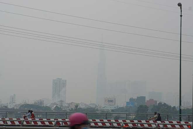 Sương mù bất ngờ xuất hiện từ sáng đến chiều tại TP.Hồ Chí Minh - Ảnh 4