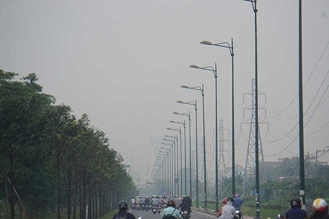 Sương mù bất ngờ xuất hiện từ sáng đến chiều tại TP.Hồ Chí Minh - Ảnh 6