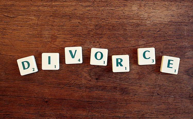 Âm thầm ly hôn không nói một lời với vợ, người đàn ông bất ngờ bị truy nã cấp độ 3 - Ảnh 2