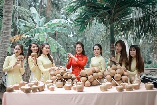 Đám hỏi ở Bến Tre, nhà gái thách nhà trai uống hết 100 quả dừa - Ảnh 3