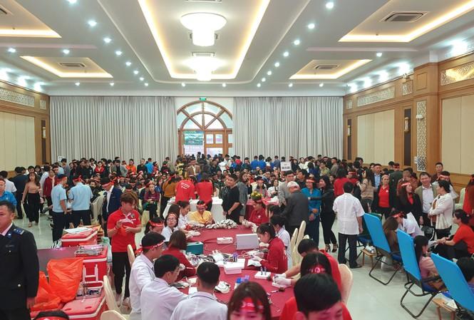 Nghệ An: Hưởng ứng ngày 'Chủ nhật đỏ', 1.200 người tham gia hiến máu - Ảnh 1