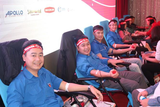Nghệ An: Hưởng ứng ngày 'Chủ nhật đỏ', 1.200 người tham gia hiến máu - Ảnh 2
