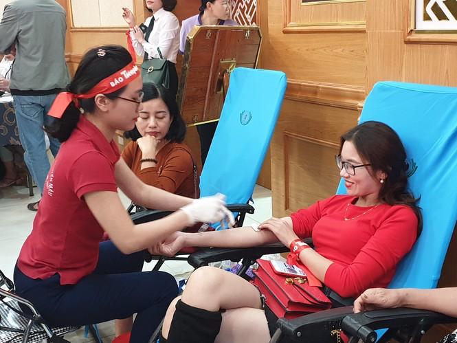Nghệ An: Hưởng ứng ngày 'Chủ nhật đỏ', 1.200 người tham gia hiến máu - Ảnh 3
