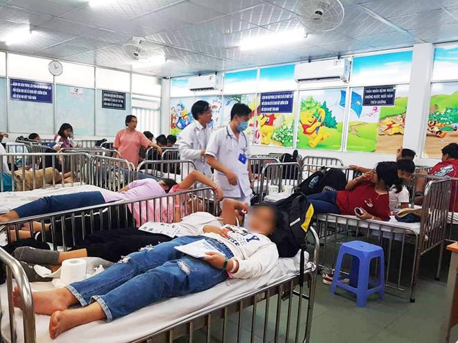 Đi du lịch, gần 90 học sinh nhập viện cấp cứu sau khi ăn xôi gà - Ảnh 1