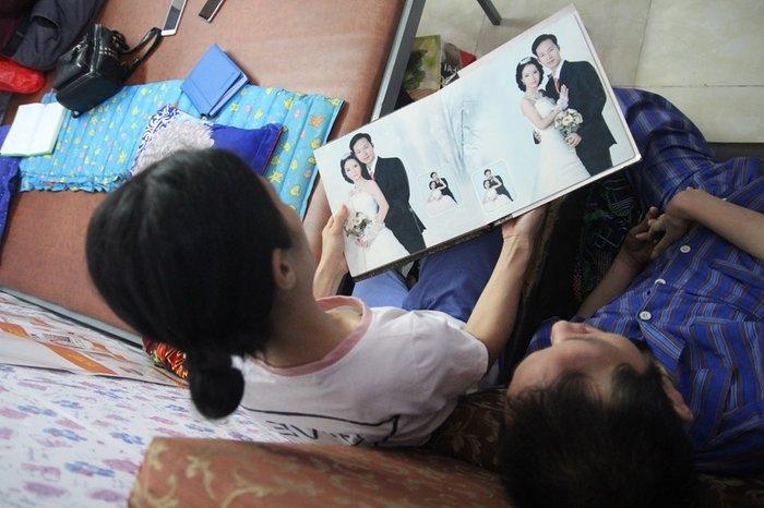 Cổ tích giữa đời thường: Những người phụ nữ chăm chồng tàn tật hàng thập kỷ - Ảnh 5