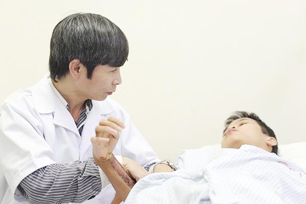 Vị bác sĩ tiên phong hướng bệnh nhân tới Vật lý trị liệu - Ảnh 2