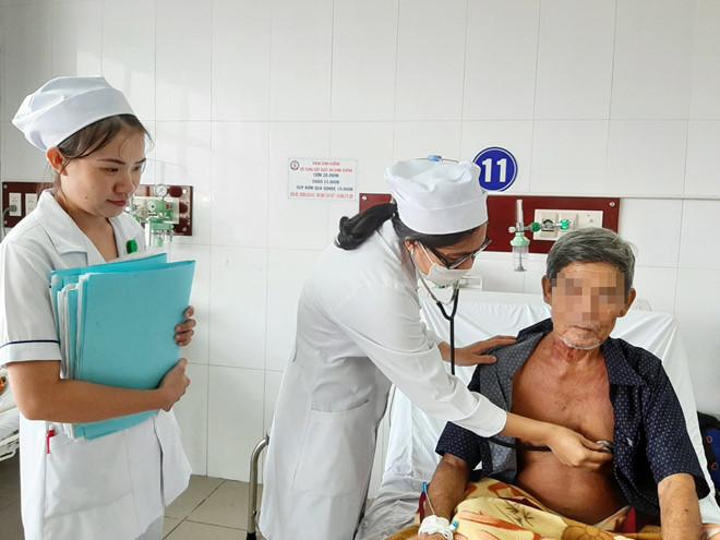 Sóc Trăng: Giáp Tết, cứu sống người bị đâm thủng tim, đột quỵ - Ảnh 2