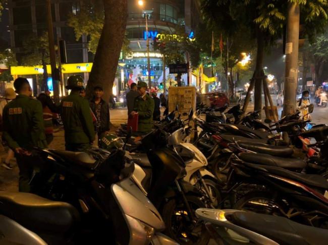 Hà Nội: Công an xử phạt những điểm trông xe chặt chém dịp Tết - Ảnh 2