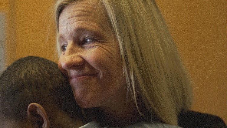 Mỹ: Hiệu trưởng hiến thận cứu phụ huynh của học sinh - Ảnh 1
