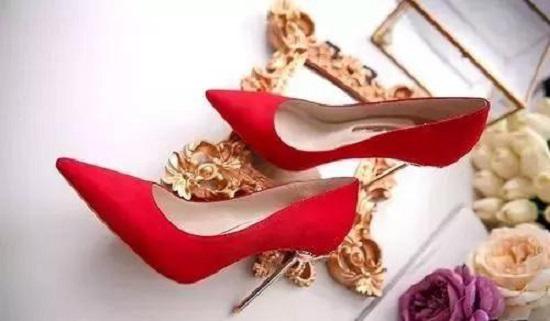 Cách nhận biết tính cách người phụ nữ qua đôi giày cao gót họ chọn lựa - Ảnh 2