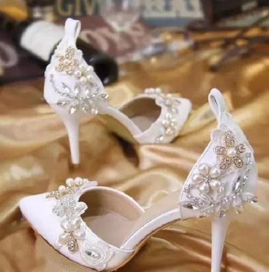 Cách nhận biết tính cách người phụ nữ qua đôi giày cao gót họ chọn lựa - Ảnh 3