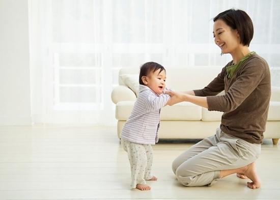 Cách dạy trẻ tập đứng đúng cách để chân thẳng đẹp, không bị vòng kiềng - Ảnh 3