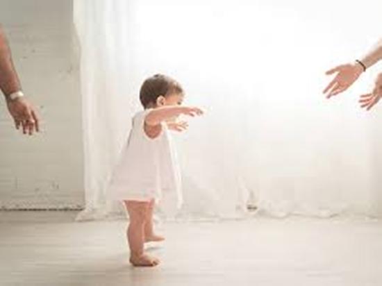 Cách dạy trẻ tập đứng đúng cách để chân thẳng đẹp, không bị vòng kiềng - Ảnh 4