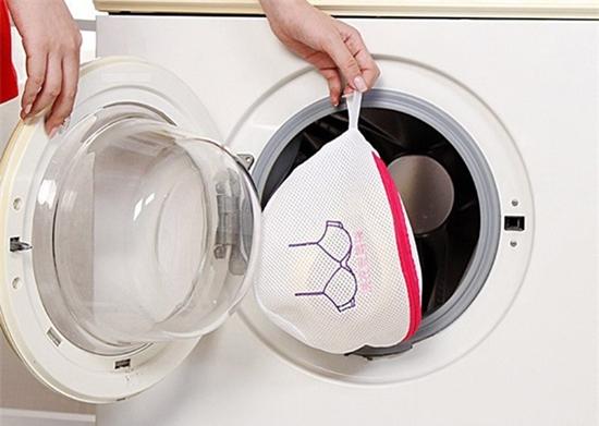 Những món đồ tuyệt đối không nên cho vào máy giặt nhiều người vẫn mắc phải - Ảnh 2