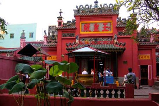 Điểm danh những ngôi đền, chùa cầu duyên nổi danh nhất Việt Nam dành cho dân FA - Ảnh 10