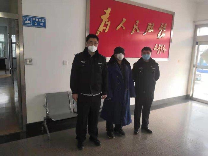 Xử phạt người đàn ông nói dối mình đến từ Vũ Hán để được hưởng chế độ cách ly - Ảnh 1