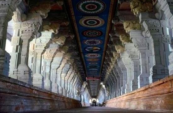 Ngôi đền dát hơn nửa tấn vàng chứa kho báu giàu có nhất thế giới - Ảnh 7