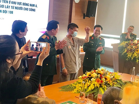 Hành trình thực hiện ca ghép tay đầu tiên của Việt Nam - Ảnh 1