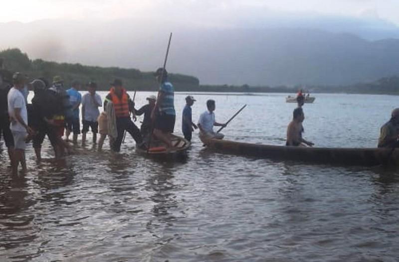 Tìm thấy thi thể 2 nạn nhân vụ lật ghe trên sông Vu Gia - Ảnh 1