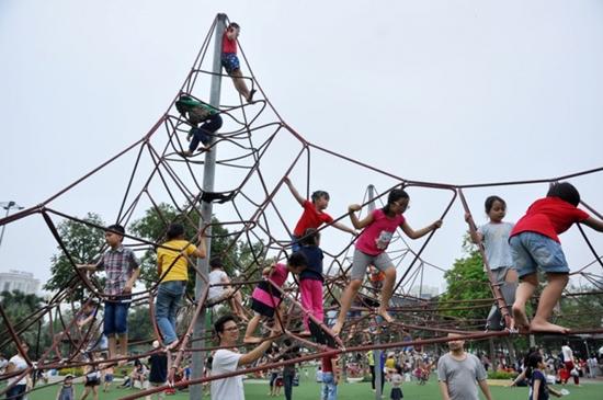 Cảnh báo những nguy hiểm cho trẻ em từ nơi vui chơi công cộng - Ảnh 3