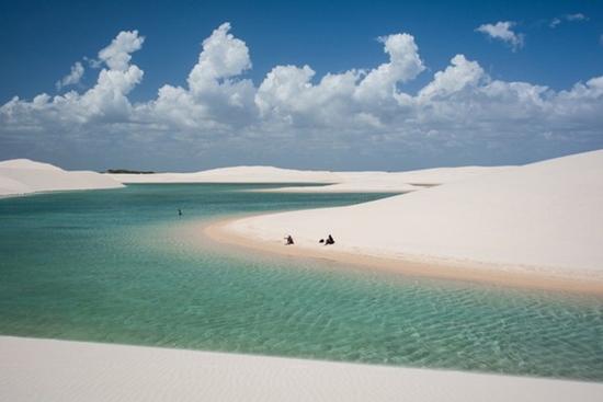 Kì lạ sa mạc có nhiều hồ nước nhất thế giới - Ảnh 3