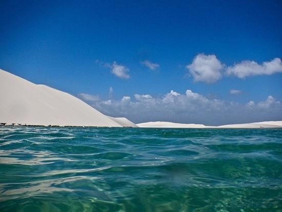 Kì lạ sa mạc có nhiều hồ nước nhất thế giới - Ảnh 4