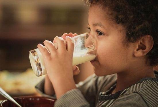 Sữa thực vật và sữa bò, cái nào tốt hơn? - Ảnh 1