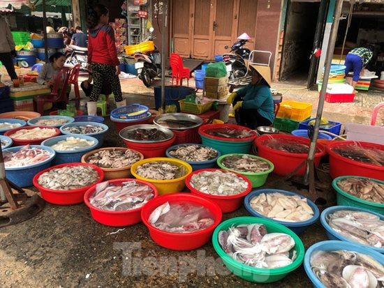 Ngày vía Thần Tài, cá lóc, hải sản ở TP.HCM 'gặp hạn' - Ảnh 10