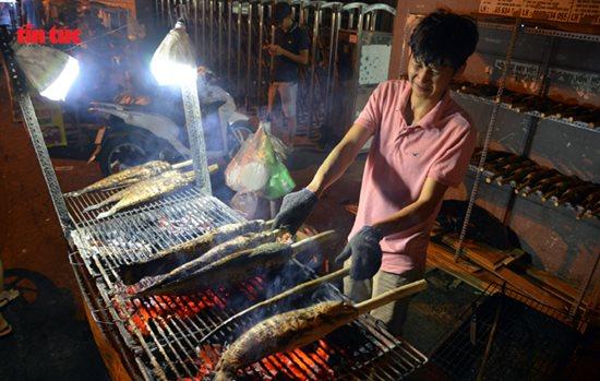 Ngày vía Thần Tài, cá lóc, hải sản ở TP.HCM 'gặp hạn' - Ảnh 6