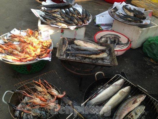 Ngày vía Thần Tài, cá lóc, hải sản ở TP.HCM 'gặp hạn' - Ảnh 7