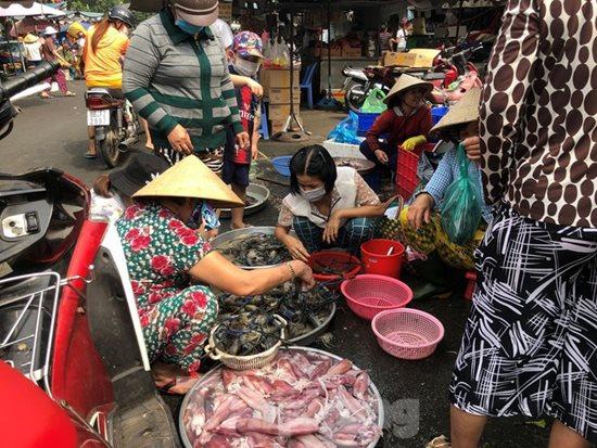 Ngày vía Thần Tài, cá lóc, hải sản ở TP.HCM 'gặp hạn' - Ảnh 9
