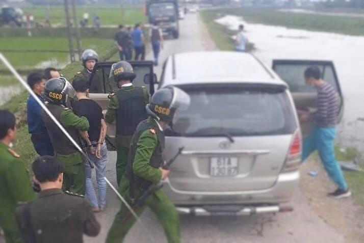 Hà Tĩnh: Vây bắt 2 đối tượng đi ô tô chở 45kg ma túy - Ảnh 1