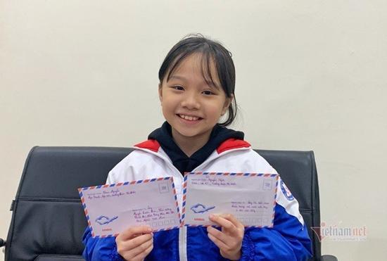 Bé gái từng viết thư cho Thủ tướng, đi phát khẩu trang miễn phí ở bến xe - Ảnh 3