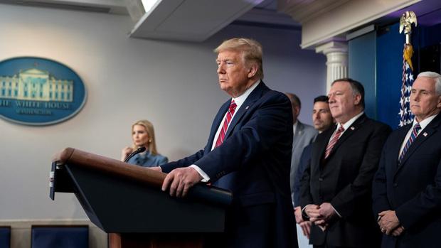 New York thành tâm điểm dịch Covid-19, ông Trump phê chuẩn tuyên bố tình trạng thảm họa - Ảnh 1