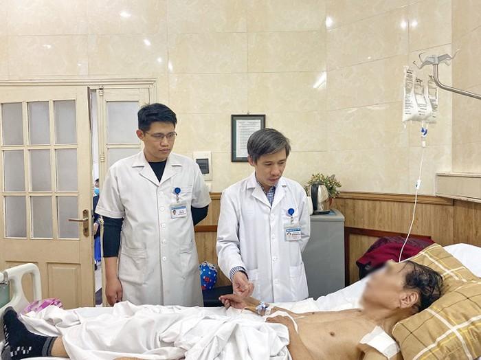 Bác sĩ Việt đã phẫu thuật thành công, giữ lại được ngón tay cho bệnh nhân người Pháp - Ảnh 2