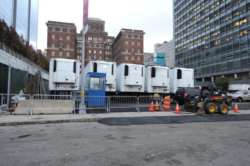 Lo ngại nhà xác quá tải vì dịch Covid-19, New York dự phòng nhiều xe đông lạnh - Ảnh 1