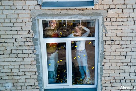 Những hình ảnh cho thấy người Mỹ tự giải trí ở nhà trong thời gian cách ly vì dịch Covid-19 - Ảnh 14